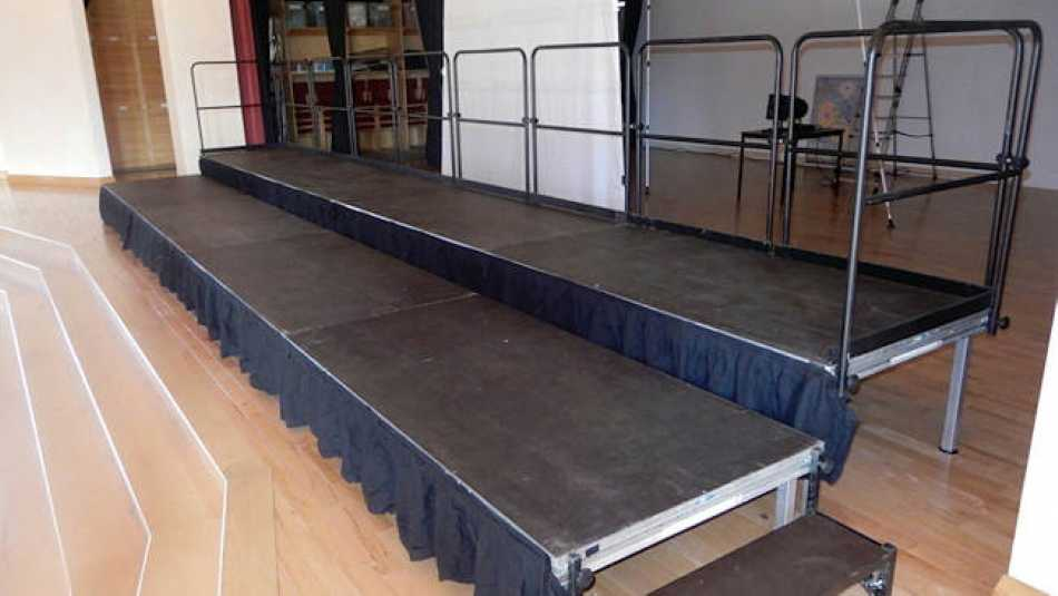 Our staging can be adjusted to any height to ensure everyone is seen and heard.